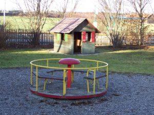 Karussell und Spielhaus