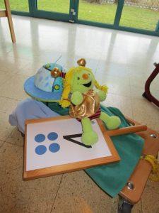 Die Schnuppi lädt die  4-5 jährigen Kinder zum Zahlenland ein.