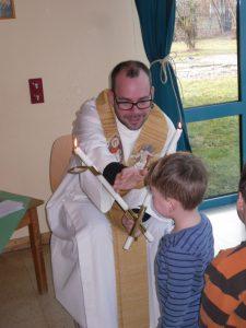 Die Kinder erhielten im Gottesdienst den Blasiussegen.